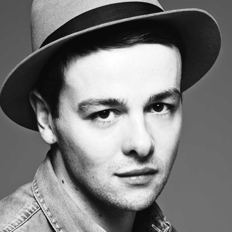 Christian Wood se asocia con Wella Professionals como estilista decelebrities